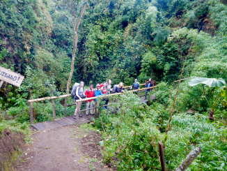 From left stand Carolyn Hale '18, Julia Chaffers '18, Shannon Chaffers '18, Taylor McClennen '18, Maddie Blabber '18, Lucy Grignaffini '18, Matilda Wrobleski '18, and Lila Patil '18 on a bridge leading to a waterfall outside of Otavalo.